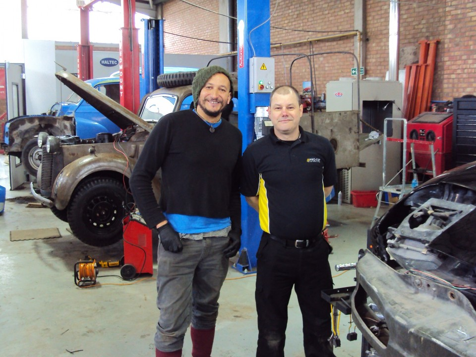 PRO-CUT TO THE RESCUE OF CAR SOS!
